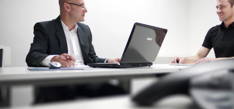 Die Sprachschule Wuppertal bespricht mit jedem Kursteilehmer die Erfolge.